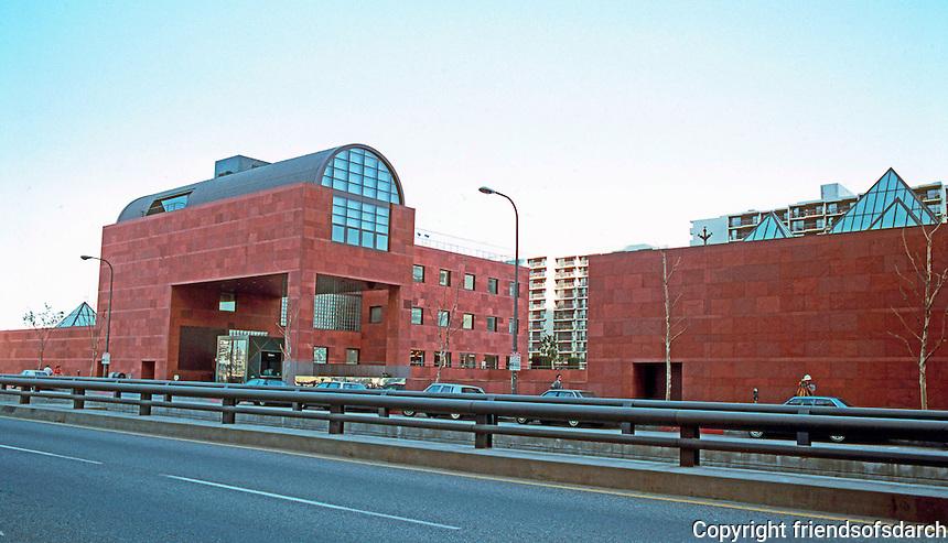Los Angeles: Museum of Contemporary Art. Arata Isozaki. Phot '88.