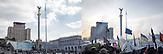 Fotopaar_Maidan ca. ein Jahr später mit dem Hotel Kiew im Hintergrund_Dort war das Protestcamp, die Demonstrationen und dort fielen auch später die ersten _10.2014-25.01.2014_ / Foto-pair_Maidan 10.2014-25.01.2014