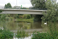 Altrheinbruecke zum Kuehkopf in Stockstadt - Suedhessen 15.07.2021: Hochwasser am Rhein des sueshessischen Ried