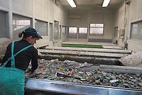 - plant for the selection of glass coming from waste sorting bins; manual selection; CoReVe, Consortium for Glass Recover..- impianto per la selezione del vetro proveniente dalle campane per la raccolta differenziata; selezione manuale; CoReVe, Consorzio Recupero Vetro