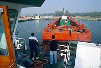 - commercial navigation on the river Po, the Cremona fluvial port<br /> <br /> - navigazione commerciale sul fiume Po, il porto fluviale di Cremona