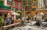Frankreich, Provence-Alpes-Côte d'Azur, Menton: Platz und Restaurants an der Rue Saint-Michel in der Altstadt   France, Provence-Alpes-Côte d'Azur, Menton: square and restaurants near Rue Saint-Michel in old town