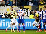 Nederland, Arnhem, 31 mei 2015<br /> Seizoen 2014-2015<br /> Play-offs voor voorronde Europa League<br /> Vitesse-SC Heerenveen (5-2)<br /> Marko Vejinovic van Vitesse balt zijn vuisten nadat hij een doelpunt heeft gemaakt. Spelers van sc Heerenven balen. Met Luciano Slagveer, Jerry St. Juste en Marten de Roon, aanvoerder van SC Heerenveen.