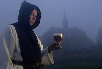 Europe/Belgique/Wallonie/Province de Hainaut/Env de Chimay : Abbaye de Scourmont - Bière trappiste - Dégustation par un moine