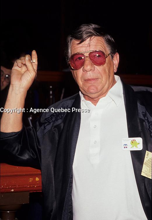 Claude Blanchard, April 1992<br /> <br /> NÈ le 19 mai 1932 ‡ Joliette, QuÈbec - 20 ao˚t 2006 ‡ MontrÈal) Ètait un acteur et chanteur canadien (quÈbÈcois). Il a connu une longue et fructueuse carriËre au thÈ'tre, ‡ la tÈlÈvision et au cinÈma, celle-ci s'Ètendant sur 60 ans. Il a des origines autochtones.<br /> <br /> ¿ l''ge de 14 ans, il donne des spectacles de variÈtÈs avec sa s?ur Claudette et participe aux tournÈes de la troupe de Jean Grimaldi. Il fait partie, en 1947, du duo de danseurs Lucky Boys avec Mac Michel. Au milieu des annÈes 1950, il forme un duo de chanson et de comÈdie burlesque avec Armande Cyr.<br /> <br /> Claude Blanchard fait ensuite Èquipe avec les comÈdiens Paul Desmarteaux, Paul ThÈriault et, surtout, LÈo Rivest, qui sera son comparse sur scËne pendant 25 ans.<br /> <br /> Durant les annÈes 1960, il devient un invitÈ rÈgulier des Èmissions de tÈlÈvision comiques de CFTM Alors raconte et Les Trois Cloches. ¿ la fin de la dÈcennie, ‡ la mÍme antenne, il coanime avec RÈal GiguËre Madame est servie.<br /> <br /> Il prend alors la commande de sa propre Èmission de variÈtÈs, de 1970 ‡ 1974, et fait naÓtre le personnage de ´ Nestor, l'enfant terrible ª. ¿ l'ÈtÈ 1980, Nestor revient sur scËne et sur disque avec Patof, le temps de quelques spectacles au Parc Belmont.<br /> <br /> L'acteur jouera dans de nombreux tÈlÈromans au cours de sa carriËre, dont En haut de la pente douce (SRC, 1959-1961), La Montagne du Hollandais (TVA, 1992-1994), MontrÈal, ville ouverte (SRC, 1991), MontrÈal, PQ (SRC, 1991-1995), Omert‡ (SRC, 1996-1999) et Virginie (SRC, depuis 1996).<br /> <br /> Claude Blanchard avait tout le bagage pour interprÈter des mafiosi, et ce n'est pas surprenant, l'homme n'ayant jamais cachÈ sa profonde amitiÈ pour la famille Cotroni, et plus particuliËrement pour Vic, avec qui il dirigera le French Casino au milieu des annÈes 50.<br /> <br /> ´Les Cotroni sont plus que des amis, ce sont mes frËresª, a-t-il souvent rÈpÈtÈ. ´Nous avons ÈtÈ ÈlevÈs