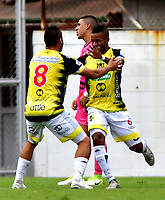 ENVIGADO-COLOMBIA, 25-10-2020: Yhorman Hurtado de Alianza Petrolera celebra el segundo gol anotado al Envigado F. C., durante partido entre Envigado F. C. y Alianza Petrolera de la fecha 16 por la Liga BetPlay  DIMAYOR 2020, en el estadio Polideportivo Sur de la ciudad de Envigado. / Yhorman Hurtado of Alianza Petrolera celebrates the second scored goal to Envigado F. C., during a match between Envigado F. C., and Alianza Petrolera of the 16th date  for the BetPlay DIMAYOR League 2020 at the Polideportivo Sur stadium in Envigado city. Photo: VizzorImage / Luis Benavides / Cont.