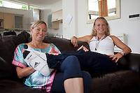 23-06-10, Tennis, England, Wimbledon, Caroline Wozniacki photoshoot,  Caroline relaxing with mother Anna on the couch