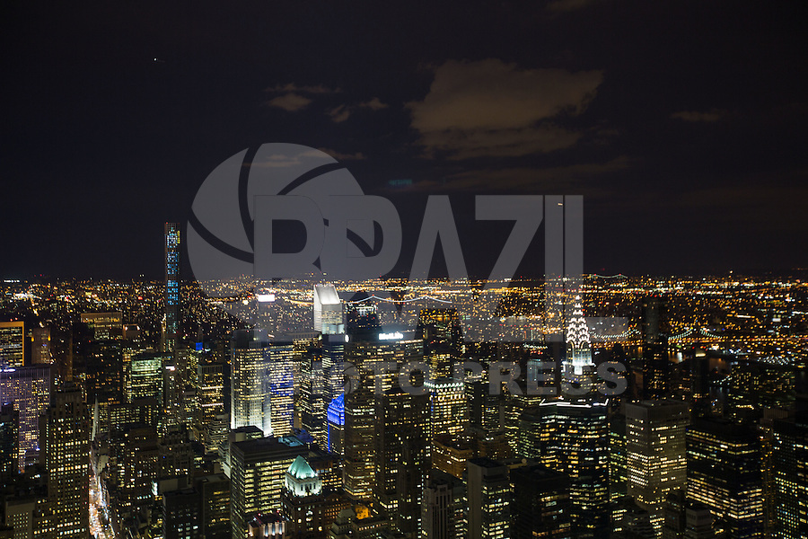 NEW YORK, NY, EUA - 15.08.2015 - TURISMO-EUA - Vista da cidade de Nova Iorque a partir do Empire State Building que é um arranha-céu de 102 andares de estilo Art déco localizado na 5ª Avenida com a West 34th Street na cidade de Nova York neste sabado, 15. (Foto: William Volcov/Brazil Photo Press)