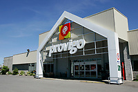 Provigo supermarket of St-Michel des Saints where the main employer Louisiana Pacific recently shut down its two plants, because of wood low price, strond Canadian Dollar and increased cutting fees inposed by Quebec Government.<br /> (c) Pierre Roussel