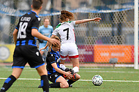 Raquel Viaene (5 Brugge) pictured in a fight for the ball with OHL's Jill Janssens during a female soccer game between Club Brugge Dames YLA and Oud Heverlee Leuven on the 8 th matchday of the 2020 - 2021 season of Belgian Scooore Womens Super League , saturday 21 th November 2020  in Knokke , Belgium . PHOTO SPORTPIX.BE | SPP | DAVID CATRY