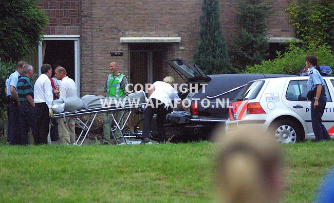 Arnhem, 020801<br />Snoekstraat, granaat in woning<br />Foto: Sjef Prins / APA foto