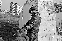- NATO intervention in Bosnia-Herzegovina, ...Italian soldiers of Garibaldi  brigade control the Serbian district of Vogosca in Sarajevo 1996)....- intervento NATO in Bosnia-Herzegovina, militari italiani della brigata Garibaldi controllano il quartiere serbo di Vogosca a Sarajevo (gennaio 1996)