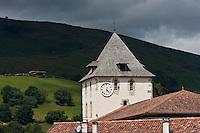 Europe/France/Aquitaine/64/Pyrénées-Atlantiques/Pays-Basque/Sare: Clocher de l'église  Saint-Martin