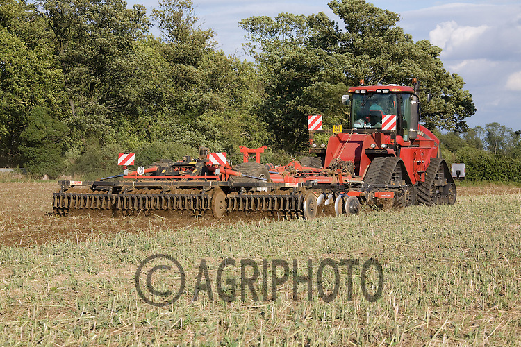 Case Quad Trac 450 discing oil seed rape stubble..Picture Tim Scrivener date taken 9th August  2011 .mobile 07850 303986 e-mail tim@agriphoto.com.....covering Agriculture in The United Kingdom.....