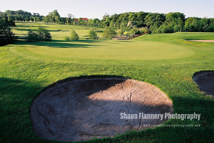 Pix: Shaun Flannery/shaunflanneryphotography.com...COPYRIGHT PICTURE>>SHAUN FLANNERY>01302-570814>>07778315553>>..18th May 2004..............Hickleton Golf Club, Lidgett Lane, Hickleton, Doncaster, DN5 7BE..Golf Course - 2nd green.