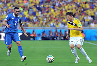 BELO HORIZONTE - BRASIL -14-06-2014. Santiago Arias (Der) jugador de Colombia (COL) disputa un balón con Ioannis Maniatis (Izq) jugador de Grecia (GRC) durante partido del Grupo C de la Copa Mundial de la FIFA Brasil 2014 jugado en el estadio Mineirao de Belo Horizonte./ Santiago Arias (R) player of Colombia (COL) fights the ball with Ioannis Maniatis (L) player of Grece (GRC) during the macth of the Group C of the 2014 FIFA World Cup Brazil played at Mineirao stadium in Belo Horizonte. Photo: VizzorImage / Alfredo Gutiérrez / Contribuidor