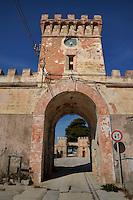 Isola di Pianosa.Pianosa Island.Pianosa. Il borgo.Village.Il vecchio ingresso alla colonia penale. The old entrance to the penal colony..