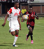 CUCUTA - COLOMBIA -07 -02-2015: Jefferson Murillo (Der.) jugador de Cucuta Deportivo disputa el balón con Yerry Mina (Izq.) jugador de Independiente Santa Fe, durante partido entre Cucuta Deportivo e Independiente Santa Fe por la fecha 2 de la Liga Aguila I-2015, jugado en el estadio General Santander de la ciudad de Cucuta.  / Jefferson Murillo (R) player of Cucuta Deportivo vies for the ball with con Yerry Mina (L) player of Independiente Santa Fe, during a match between Cucuta Deportivo and Independiente Santa Fe for the  date 2 of the Liga Aguila I-2015 at the General Santander Stadium in Cucuta city, Photo: VizzorImage / Manuel Hernandez / Str.