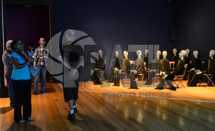 RIO DE JANEIRO, RJ, 24 DE MAIO DE 2013 -EXPOSIÇÃO ´´ELLES´´ - MULHERES ARTISTAS NA COLEÇÃO DO CENTRO POMPIDOU- Abertura da exposição de obras de artistas mulheres da coleção do Centro Georges Pompidou/ Musée National d'Art Moderne que abriga a maior coleção de arte contemporânea da Europa. O recorte apresenta desenhos, instalações, pinturas, esculturas, fotografias e vídeos de mais de sessenta artistas pioneiras que revolucionaram, cada uma a seu modo, os conceitos artísticos de seu tempo. Artistas brasileiras como Rosângela Rennó, Anna Bella Geiger, Anna Maria Maiolino e outras marcam presença na seleção da curadoria, ao lado de nomes como Frida Kahlo, Louise Bourgeois e Valérie Belin, no Centro Cultural Banco do Brasil,no centro do Rio de Janeiro.FOTO:MARCELO FONSECA/BRAZIL PHOTO PRESS