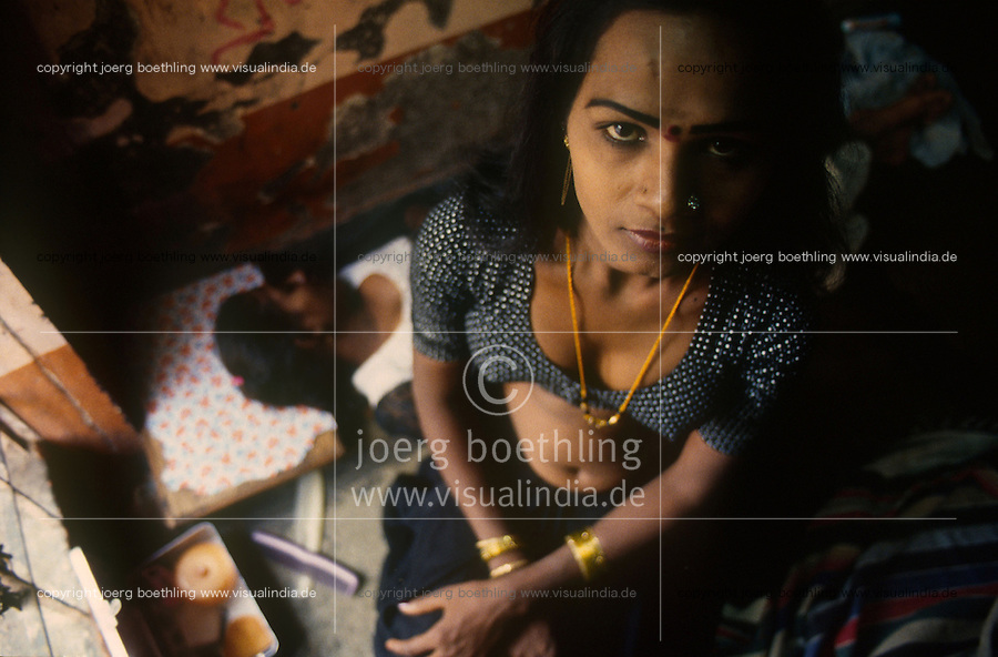 INDIA, Poone, eunuch, hindi: hijra, in brothel / INDIEN Pune, Eunuch in Bordell