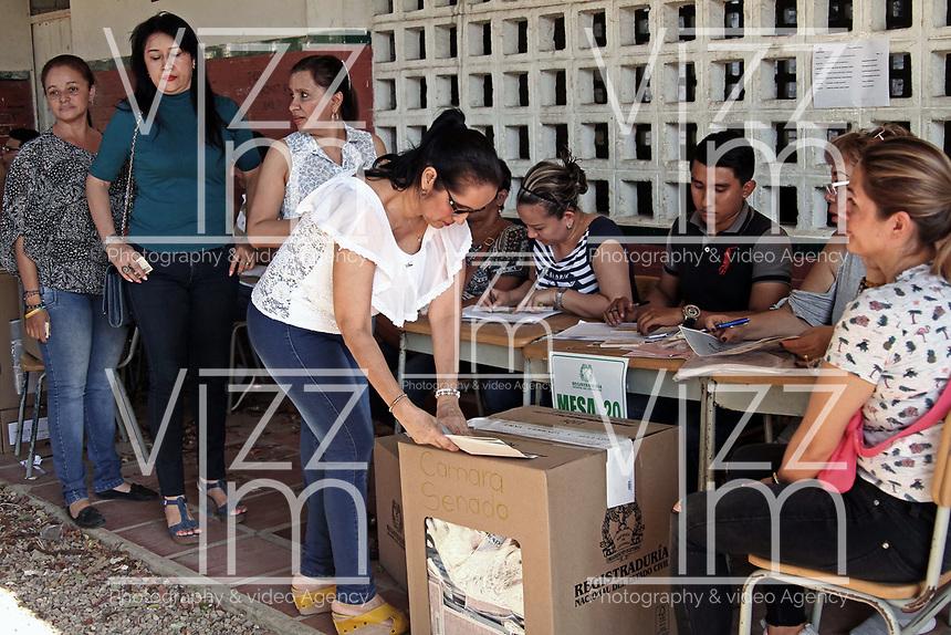CÚCUTA - COLOMBIA, 11-03-2017: Cucuteños acuden a las urnas para participar en las elecciones legislativas de Colombia de 2018 que se realizan hoy, domingo 11 de marzo de 2018m en todo el territorio colombiano. En ellas se eligen los miembros de ambas Cámaras del Congreso en Colombia. En el Senado de la República se elegirán 108 senadores y en la Cámara de Representantes se elegirán 172 parlamentarios. / Cucuta's people go to the polls to participate in the legislative elections of Colombia in 2018 that take place today, Sunday, March 11, 2018m throughout the Colombian territory. In them, the members of both Houses of Congress in Colombia are elected. In the Senate of the Republic 108 senators will be elected and in the House of Representatives 172 parliamentarians will be elected. Photo: VizzorImage / Manuel Hernandez / Cont