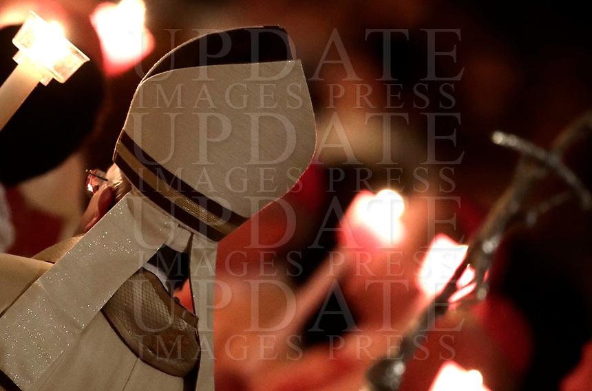 Papa Francesco arriva nella Basilica di San Pietro per celebrare una messa in occasione della Festa della Presentazione del Signore. Città del Vaticano, 2 Febbraio 2018.<br /> Pope Francis arrives to celebrate a holy mass to mark the Feast of the Presentation of the Lord. in St Peter's Basilica at the Vatican on February 2, 2018.<br /> UPDATE IMAGES PRESS/Isabella Bonotto<br /> <br /> STRICTLY ONLY FOR EDITORIAL USE