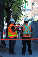 Mort accidentelle d'un pieton au centre-ville<br /> <br /> Photo : Agence Quebec Presse.  August 5, 2013 File Photo - <br /> A pedestrian in downtown Montreal was killed by a three-tonne steel plate