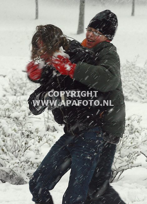 arnhem 080207 sneeuwpret in arnhem op het talud van de rijnbruggen.<br /> Foto Frans Ypma APA-foto