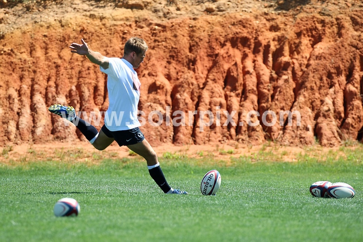**ALL ROUND PICTURES FROM SOLARPIX.COM**.**WORLDWIDE SYNDICATION RIGHTS**.The England Rugby squad training in Portugal at Vilamoura today the team were wearing find Madeleine T shirts to support the campaign of Kate and Gerry McCann to find their daughter. .This pic:.JOB REF:4217-EBR        DATE:04_07_07.**MUST CREDIT SOLARPIX.COM OR DOUBLE FEE WILL BE CHARGED* *UNDER NO CIRCUMSTANCES IS THIS IMAGE TO BE REPRODUCED FOR ANY ONLINE EDITION WITHOUT PRIOR PERMISSION*