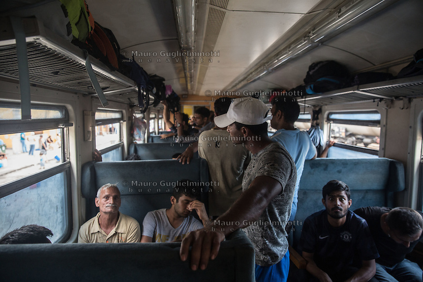 interno di un treno di migranti interior of a train of migrants giugno 2015  Macedonia e Serbia