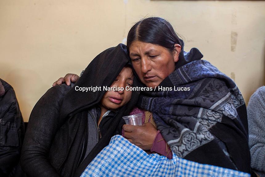 The wife of Juan Jose Tenorio Mamani 23 years old, killed during clashes between supporters of former Bolivian President Evo Morales and security forces, mourns during a funeral at the San Francisco de Asis church in El Alto, on the outskirts of La Paz, Bolivia. At least nine people were killed in clashes outside a major fuel depot in Senkata, 40km from La Paz, that had been blockaded for days. November 20, 2019.<br /> L'épouse de Juan José Tenorio Mamani, 23 ans, tué lors d'affrontements entre des partisans de l'ancien président bolivien Evo Morales et les forces de sécurité, pleure lors de funérailles à l'église San Francisco de Asis à El Alto, à la périphérie de La Paz en Bolivie. Au moins neuf personnes ont été tuées dans des affrontements devant un important dépôt de carburant à Senkata, à 40 km de La Paz, qui avait été bloqué pendant des jours. 20 novembre 2019.