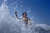Europe/France/Aquitaine/50/Landes/Hossegor: Enfant dans le shorebreak de la plage d'Hossegor
