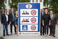 Ein breites Buendnis aus Umwelt- und Verkehrssicherheitsverbaenden fordert ein Tempolimit auf Autobahnen.<br /> Auf einer Pressekonferenz am Freitag den 21. Juni 2019 in Berlin erklaerten die Vertreter der Deutschen Umwelthilfe (DUH), des Verkehrsclub Deutschland (VCD), der Verkehrsunfall-Opferhilfe (VOD), Changing Cities und Greenpeace, dass in Deutschland als einzigem Staat in Europa auf 80 Prozent der Autobahnen ohne jede Tempolimit gefahren werden kann. Gaebe es ein Tempolimit von 80 km/h ausserorts und 120 km/h auf Autobahnen wie beispielsweise die Schweiz, koennten sofort bis zu fuenf Millionen Tonnen des Klimagases CO2 vermieden werden. Zudem wuerde es ueber 100 Todesopfer und mehr als 5.000 Verletzte verhindern. Innerstaedtisch wuerde zudem eine Regelgeschwindigkeit von 30 km/h mehr Sicherheit und weniger Verkehrslaerm bedeuten.<br /> Im Bild vlnr.: Gerd Lottsiepen, Verkehrspolitischer Sprecher des VCD; Benjamin Stephan, Greenpeace Verkehrsexperte; Barbara Metz, Stellvertretende Bundesgeschaeftsfuehrerin der DUH; Juergen Resch, Bundesgeschaeftsfuehrer der DUH; Ragnhild Soerensen, Pressesprecherin Changing Cities; Wulf Hoffmann, Vorstand, VOD.<br /> 21.6.2019, Berlin<br /> Copyright: Christian-Ditsch.de<br /> [Inhaltsveraendernde Manipulation des Fotos nur nach ausdruecklicher Genehmigung des Fotografen. Vereinbarungen ueber Abtretung von Persoenlichkeitsrechten/Model Release der abgebildeten Person/Personen liegen nicht vor. NO MODEL RELEASE! Nur fuer Redaktionelle Zwecke. Don't publish without copyright Christian-Ditsch.de, Veroeffentlichung nur mit Fotografennennung, sowie gegen Honorar, MwSt. und Beleg. Konto: I N G - D i B a, IBAN DE58500105175400192269, BIC INGDDEFFXXX, Kontakt: post@christian-ditsch.de<br /> Bei der Bearbeitung der Dateiinformationen darf die Urheberkennzeichnung in den EXIF- und  IPTC-Daten nicht entfernt werden, diese sind in digitalen Medien nach §95c UrhG rechtlich geschuetzt. Der Urhebervermerk wird gemaess §13 UrhG verlangt.]