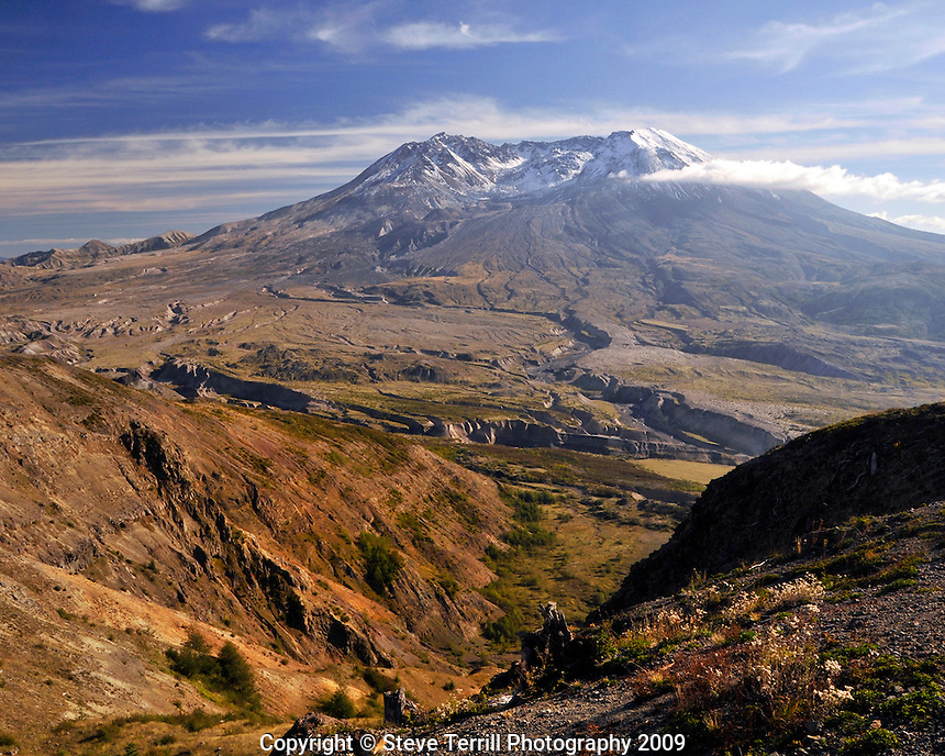 Mt St Helens from eruption trail at Johnston Ridge