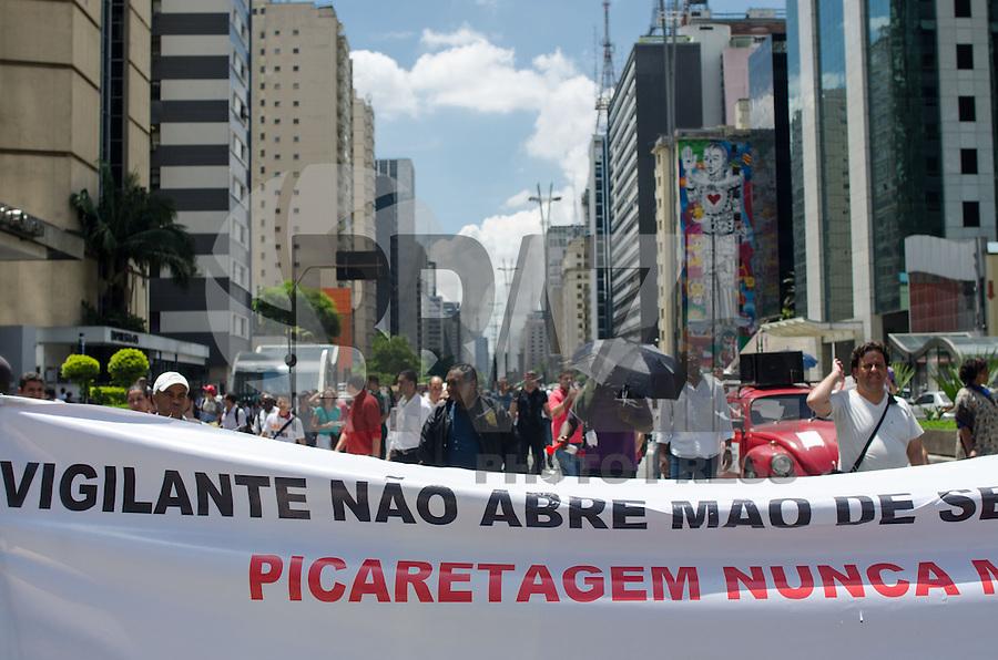 SAO PAULO, SP, 27.11.2013 - PROTESTO VIGILANTES - Vigilantes realizaram passeata pela Avenida Paulista, em protesto por melhores salários e condições de trabalho, no início da tarde desta quarta feira, 27.   (Foto: Alexandre Moreira / Brazil Photo Press)