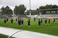 Mannschaft macht sich warm - Stuttgart 31.08.2021: Training der Deutschen Nationalmannschaft, Gazi Stadion Stuttgart
