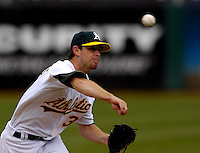 Kirk Saarloos throws a pitch during the second inning against the Chicago White Sox at the McAfee Coliseum Wednesday April 27, 2005, in Oakland, Calif.  (Alan Greth)
