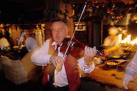 "Europe/Pologne/Varsovie: Musiciens au restaurant ""Gessler"""
