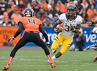 Shane Vereen of California rushes the ball during the game against Oregon State at Reser Stadium in Corvallis, Oregon on October 30th, 2010.   Oregon State defeated California, 35-7.