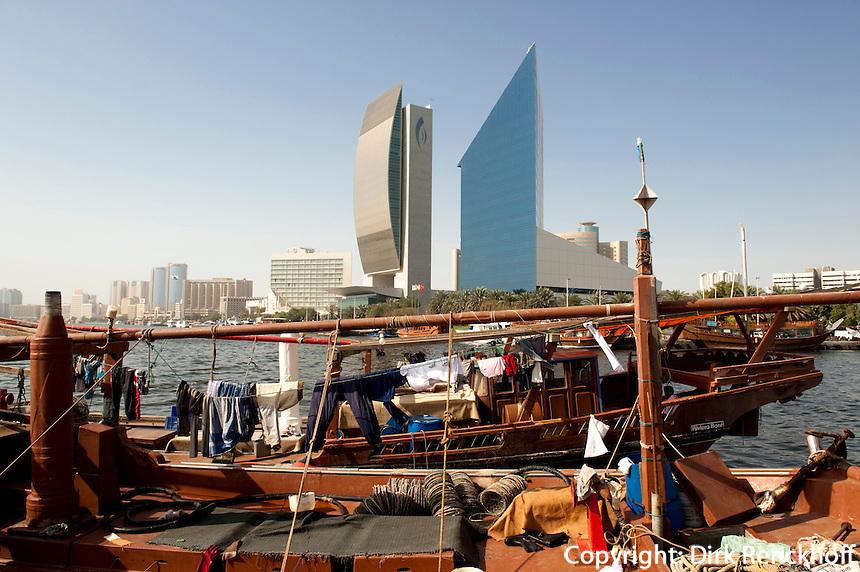 Dubai, Dhau vor National Bank of Dubai und Chamber of Commerce and Industry, Dubai, Vereinigte arabische Emirate (VAE, UAE)