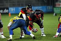 C David Odenthal (D) gibt den Ball an QB Jo Ullrich (D)<br /> Länderspiel Deutschland vs. Schweden<br /> *** Local Caption *** Foto ist honorarpflichtig! zzgl. gesetzl. MwSt. Auf Anfrage in hoeherer Qualitaet/Aufloesung. Belegexemplar an: Marc Schueler, Am Ziegelfalltor 4, 64625 Bensheim, Tel. +49 (0) 151 11 65 49 88, www.gameday-mediaservices.de. Email: marc.schueler@gameday-mediaservices.de, Bankverbindung: Volksbank Bergstrasse, Kto.: 151297, BLZ: 50960101
