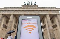 """Kostenfreies WLAN-Internet in Berlin.<br /> Am Mittwoch den 1. Juni 2016 startete in Berlin das Projekt fuer kostenfreies WLAN im oeffentlichen Raum. Die Berliner Senatskanzlei hat dieses Projekt nach vielen Jahren ergebnisloser Diskussionen letztendlich in Zusammenarbeit mit den Firmen """"abl Social Federation"""" und """"Audible"""" umgesetzt. Zunaechst wird es jedoch nur 100 sog. """"Hotspots"""" geben, spaeter sollen es bis zu 650 werden. Wann das genau sein wird ist unklar, ebenso werden die Standorte der Hotspots der oeffentlichen Plaetze und Einrichtungen erst spaeter bekannt gegeben.<br /> Das Berliner Unternehmen Audible, unterstuetzt das Projekt """"Free WiFi Berlin"""" nicht nur finanziell, sondern bietet den Nutzern seine Produkte wie Hoerbuecher an.<br /> Die Nutzung des kostenfreien WLAN soll ohne Eingabe personenbezogener Daten nutzbar und sicher sein, so die Firma abl Social Federation.<br /> 1.6.2016, Berlin<br /> Copyright: Christian-Ditsch.de<br /> [Inhaltsveraendernde Manipulation des Fotos nur nach ausdruecklicher Genehmigung des Fotografen. Vereinbarungen ueber Abtretung von Persoenlichkeitsrechten/Model Release der abgebildeten Person/Personen liegen nicht vor. NO MODEL RELEASE! Nur fuer Redaktionelle Zwecke. Don't publish without copyright Christian-Ditsch.de, Veroeffentlichung nur mit Fotografennennung, sowie gegen Honorar, MwSt. und Beleg. Konto: I N G - D i B a, IBAN DE58500105175400192269, BIC INGDDEFFXXX, Kontakt: post@christian-ditsch.de<br /> Bei der Bearbeitung der Dateiinformationen darf die Urheberkennzeichnung in den EXIF- und  IPTC-Daten nicht entfernt werden, diese sind in digitalen Medien nach §95c UrhG rechtlich geschuetzt. Der Urhebervermerk wird gemaess §13 UrhG verlangt.]"""