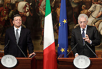 Il Presidente del Consiglio Mario Monti, a destra, parla alla stampa in occasione del suo incontro col Presidente della Commissione Europea Jose' Manuel Barroso a Palazzo Chigi, Roma, 6 settembre 2012. .Italian Premier Mario Monti, right, talks to reporters in occasion of his meeting with European Commission's President Jose' Manuel Barroso at Chigi Palace government office in Rome, 6 september 2012..UPDATE IMAGES PRESS/Riccardo De Luca