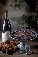 Europe/France/Centre/37/Indre-et-Loire: Poires tapées de Rivarennes au vin -les fruits sont tout d'abord déshydratés dans un four à feu de bois puis aplatis à l'aide d'une  platissoire