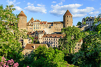 France, Cote d'Or, Semur en Auxois, medieval town with the fortified castle // France, Côte-d'Or (21), Semur-en-Auxois, cité médiévale et le château fort