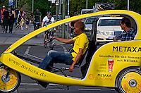 Transporte em taxi bicicleta. Berlin. Alemanha. 2011. Foto de Juca Martins.