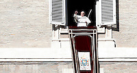 Papa Francesco celebra l'Angelus dalla finestra del suo studio che si affaccia su Piazza San Pietro. Citta' del Vaticano, 6 gennaio 2017.<br /> Pope Francis waves to the faithful during the Angelus prayer from his studio's window overlooking St. Peter's square, at the Vatican,on January 6, 2017.<br /> UPDATE IMAGES PRESS/Isabella Bonotto<br /> <br /> STRICTLY ONLY FOR EDITORIAL USE