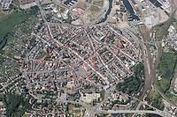 """Wismar:EUROPA, DEUTSCHLAND, MECKLENBURG- VORPOMMERN 29.06.2005 Die Hansestadt Wismar (Mecklenburg-Vorpommern) im Norden Deutschlands liegt an der Suedspitze der durch die Insel Poel geschuetzten Wismarbucht – an der suedlichsten Stelle der Ostsee ueberhaupt. Politischen Planungen zufolge wird die bisherige kreisfreie Stadt in einem kuenftigen """"Landkreis Westmecklenburg"""" mit der Kreisstadt Schwerin aufgehen..Am 27. Juni 2002 wurde die Altstadt Wismar zusammen mit der von Stralsund in die Welterbeliste der UNESCO aufgenommen..Wismar gruendete zusammen mit Stralsund die Deutsche Stiftung Welterbe...Luftaufnahme, Luftbild,  Luftansicht."""