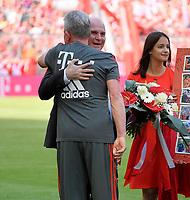 12.05.2018, Football 1. Bundesliga 2017/2018, 34.  match day, FC Bayern Muenchen - VfB Stuttgart, in Allianz-Arena Muenchen. Trainer Jupp Heynckes (li, FC Bayern Muenchen) wird of  president Uli Hoeness (re, FC Bayern) verabschiedet. *** Local Caption *** © pixathlon<br /> <br /> +++ NED out !!! +++<br /> Contact: +49-40-22 63 02 60 , info@pixathlon.de
