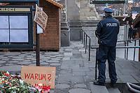 Trauer nach Anschlag auf Berliner Weihnachtsmarkt.<br /> Am Abend des 19. Dezember 2016 fuhren Unbekannte mit einem LKW mit polnischen Kennzeichen in den Berliner Weihnachtsmarkt am Kurfuerstendamm und toeteten 12 Menschen, 48 wurden zum Teil schwer verletzt.<br /> Im Bild: Polizei-Beamter vor Besuch der Bundeskanzlerin Angela Merkel in der Kaiser-Wilhelm-Gedaechtniskirche.<br /> 20.12.2016, Berlin<br /> Copyright: Christian-Ditsch.de<br /> [Inhaltsveraendernde Manipulation des Fotos nur nach ausdruecklicher Genehmigung des Fotografen. Vereinbarungen ueber Abtretung von Persoenlichkeitsrechten/Model Release der abgebildeten Person/Personen liegen nicht vor. NO MODEL RELEASE! Nur fuer Redaktionelle Zwecke. Don't publish without copyright Christian-Ditsch.de, Veroeffentlichung nur mit Fotografennennung, sowie gegen Honorar, MwSt. und Beleg. Konto: I N G - D i B a, IBAN DE58500105175400192269, BIC INGDDEFFXXX, Kontakt: post@christian-ditsch.de<br /> Bei der Bearbeitung der Dateiinformationen darf die Urheberkennzeichnung in den EXIF- und  IPTC-Daten nicht entfernt werden, diese sind in digitalen Medien nach §95c UrhG rechtlich geschuetzt. Der Urhebervermerk wird gemaess §13 UrhG verlangt.]